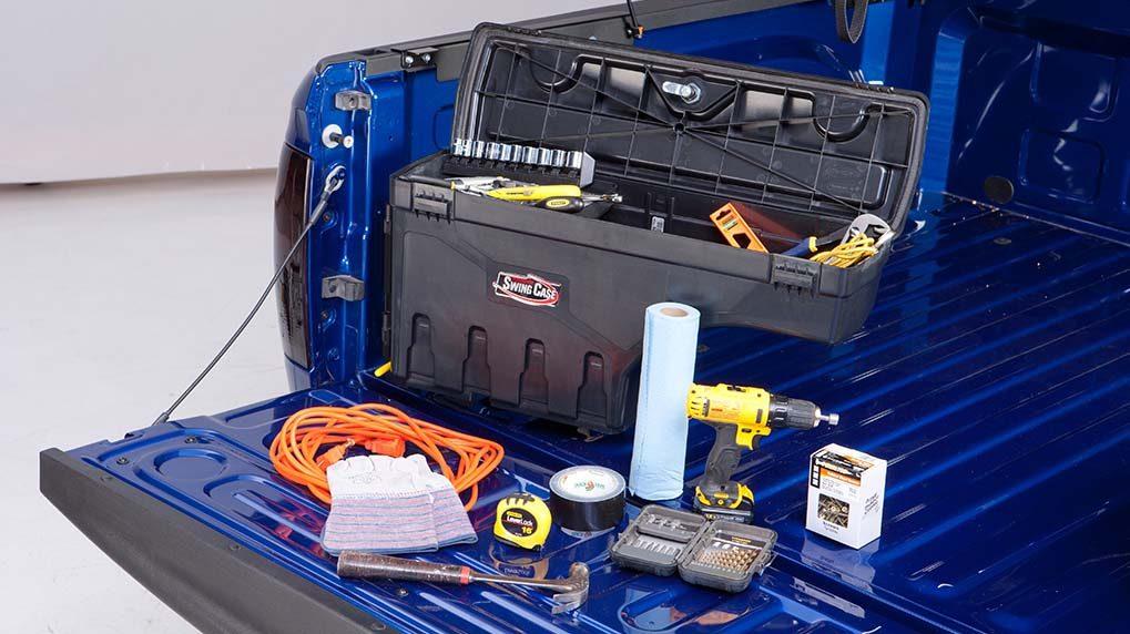 Swing Case Detailansicht mit Werkzeug und Utensilien auf der Ladefläche